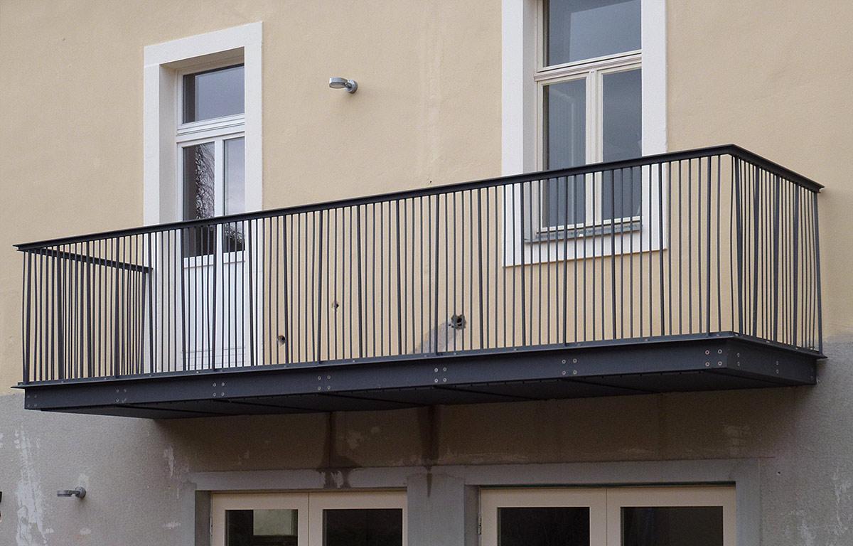 vorgesetzter balkon aus stahl berdachung balkon stahl. Black Bedroom Furniture Sets. Home Design Ideas
